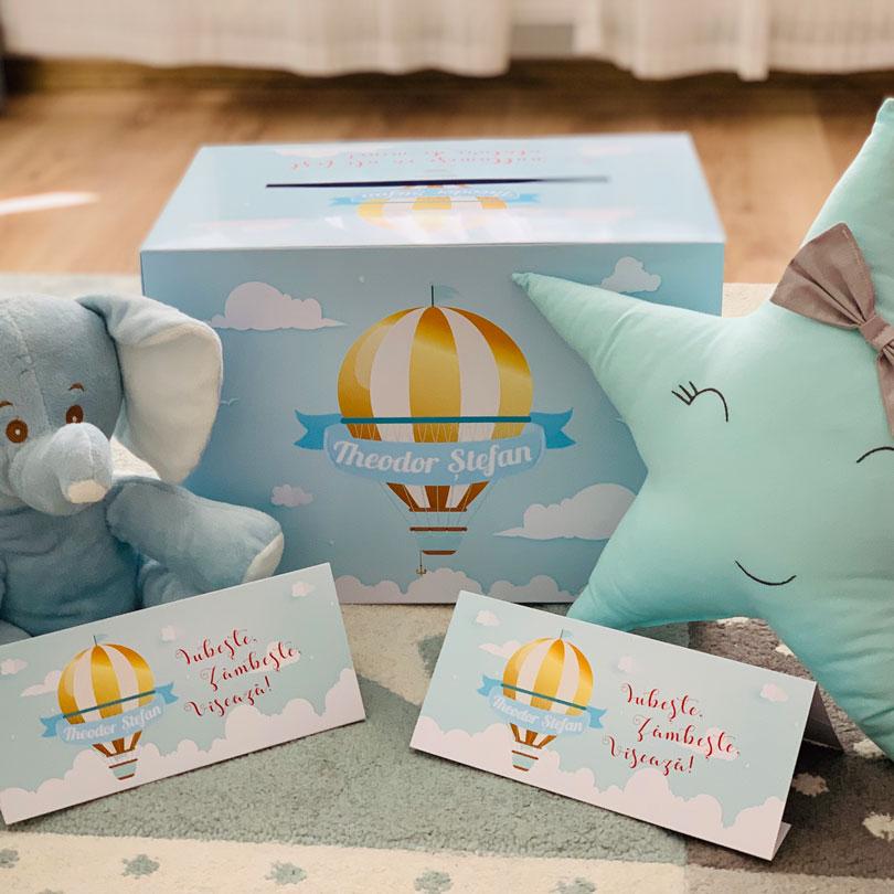 Cutie şi plicuri cu tema Călătorie, pentru plicuri, cu balon auriu şi norişori